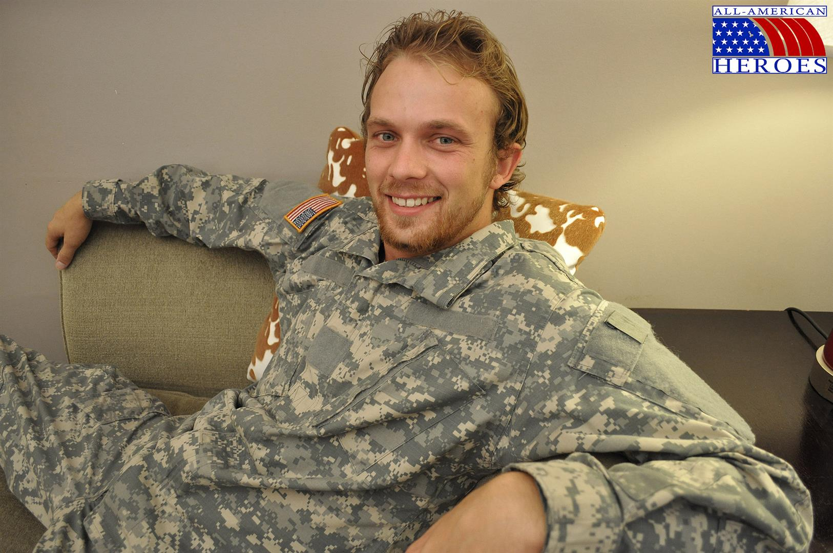 All-American-Heroes-US-Army-Specialist-Clark-Jerking-His-Big-Hairy-Cock-Amateur-Gay-Porn-01 US Army Specialist Masturbating His Hairy Curved Cock
