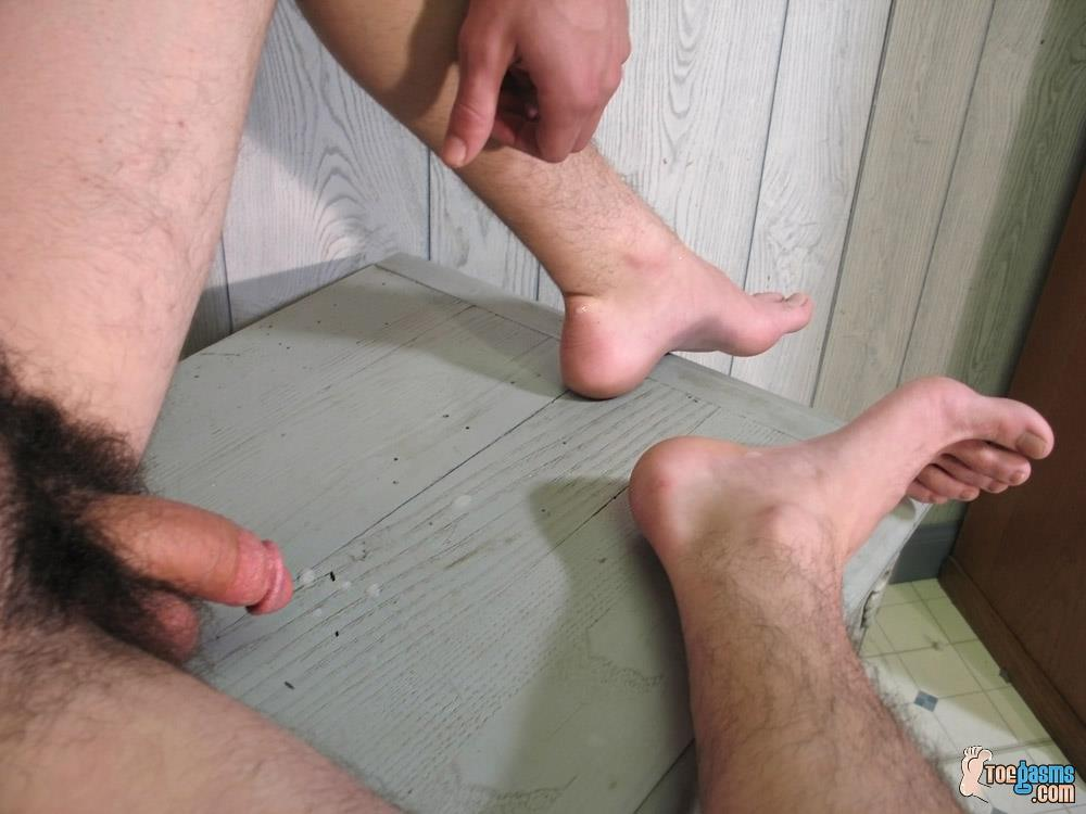 Toegasms Axel Straight Skater Jerking Off Playing With Feet Amateur Gay Porn 21 Straight Skater Jerks His Hairy Dick And Plays With His Feet